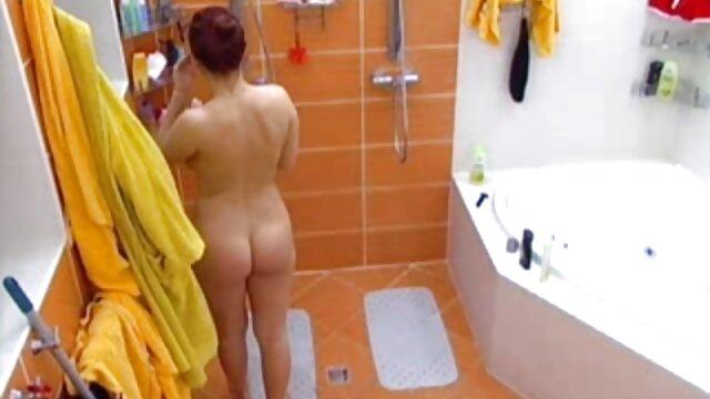 Viktory Pink disfruta jugando con su juguete españolas faking