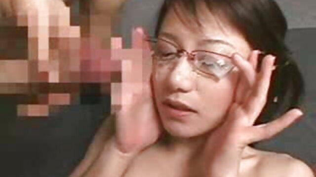 La sexy videos de fakings completos gratis MILF rubia Jessy mece la polla