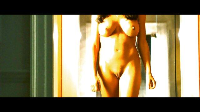 Amara Romani es follada por su fakings porno videos madrastra Silvia Saige