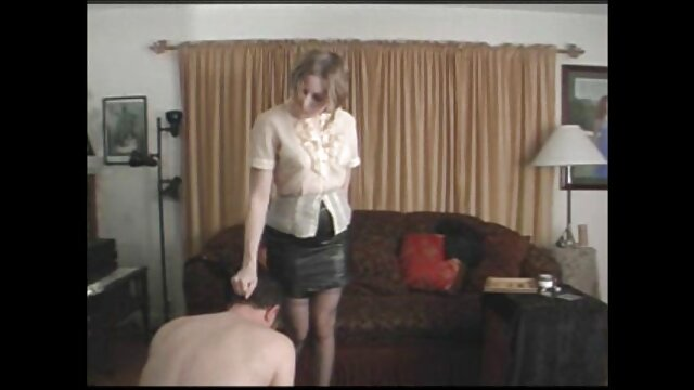 Un tipo blanco usa el cuerpo de una hermosa chica fakings videos gratis completos tailandesa para su placer