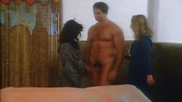 Cum porno faking tv For Cover Tímido adolescente lindo golpeó al aire libre y enyesado