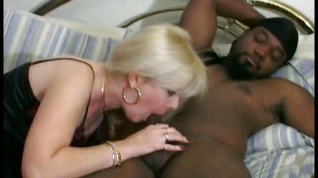 CrushGirls - Cherie Deville chupa fakings porno videos y folla una gran polla negra